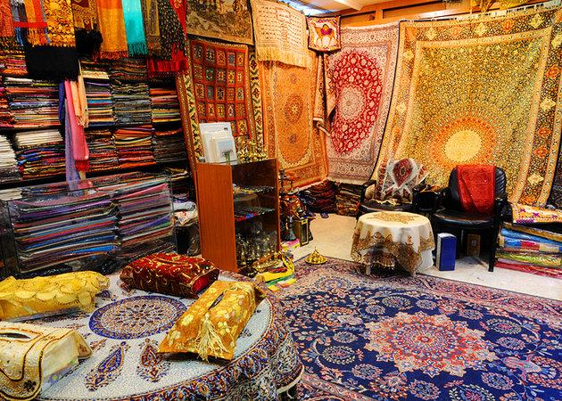uae-dubai-deira-souks-carpet-shop-in-souk